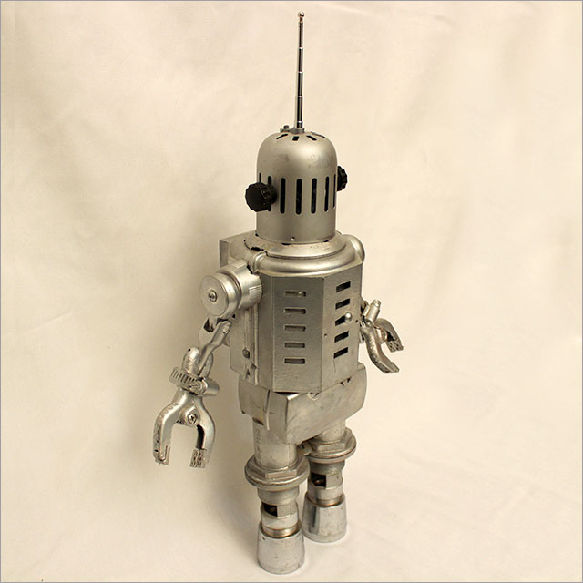 Small Round Robot Pic 3