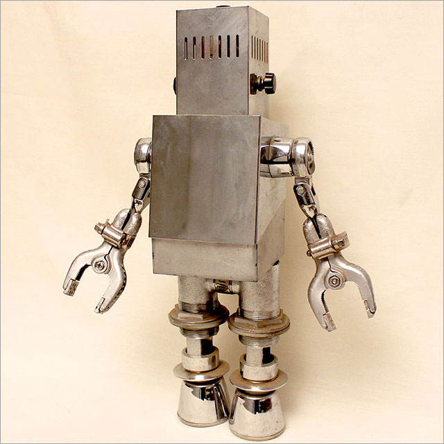 Small Square Robot Pic 1